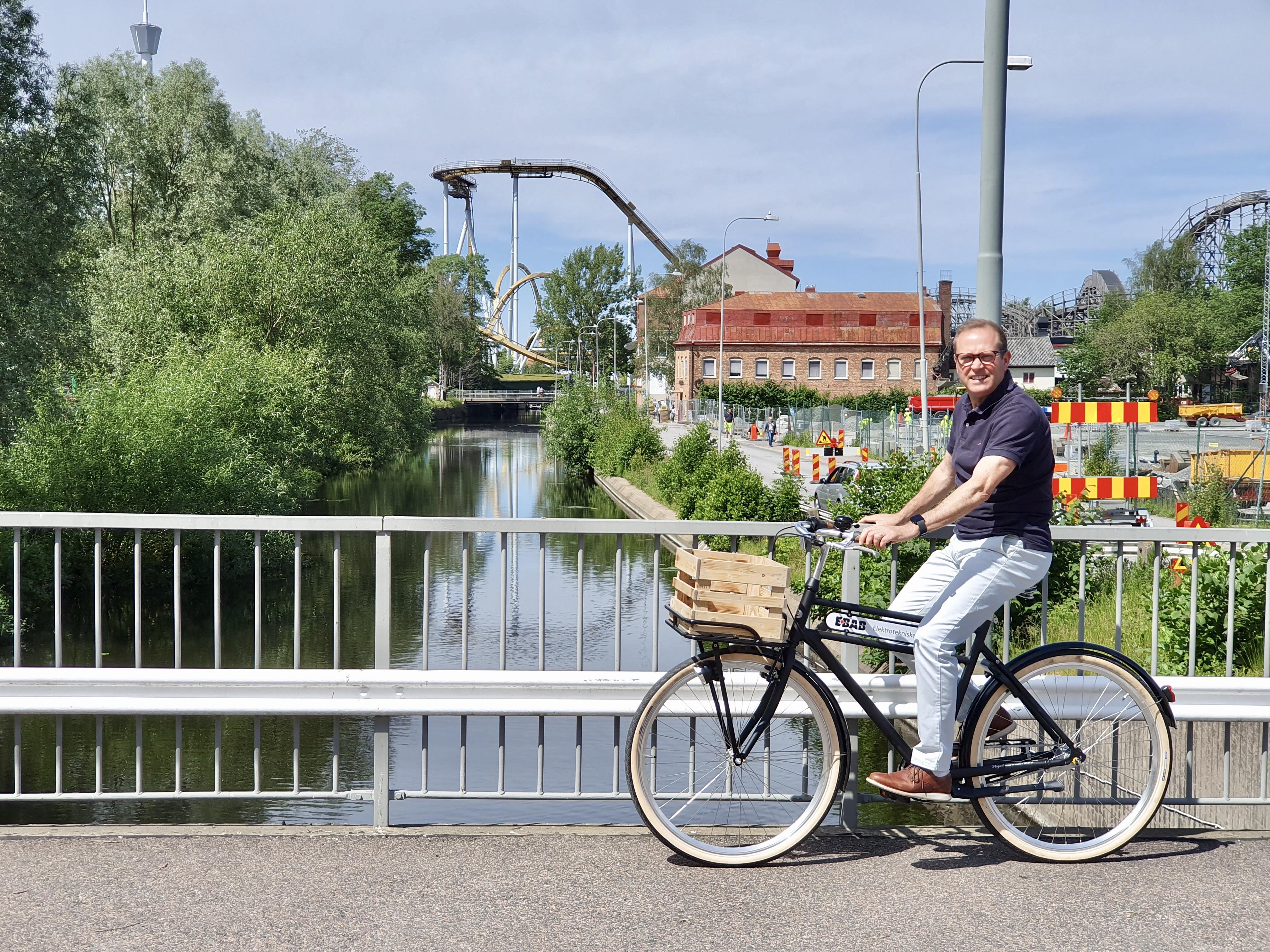 Ulf ute och cyklar